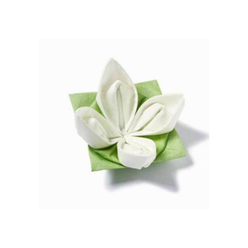 Decoration de table serviettes intiss origami fleur blanche - Origami serviette de table ...