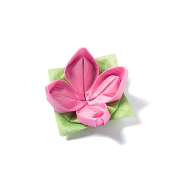 Decoration de table serviettes intiss origami fleur rose - Serviette de table origami ...