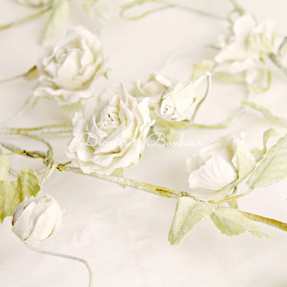 Guirlande shabby chic de roses blanc crème