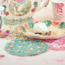 Assortiment napperons dentelle perles et fleurs - Lot de 24