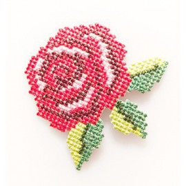 Broderie patch rose anglaise