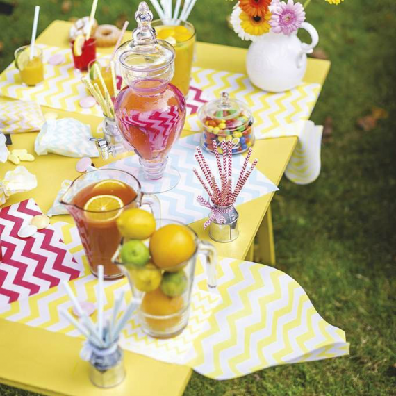 Decoration de table chemin de table chevron jaune for Chemin de table lumineux