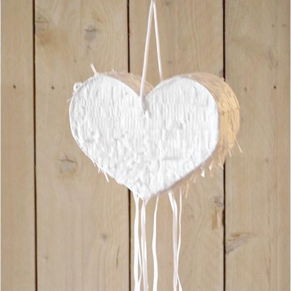 Pinata blanche joli coeur