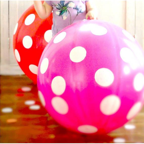 Ballon géant rose pois blanc