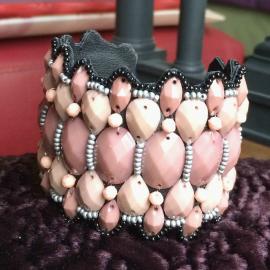 Bracelet manchette pierres rose poudré