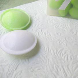 Serviettes baroques gaufrées vert pâle - 12 serviettes
