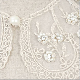 Collier col dentelle fleurettes perles