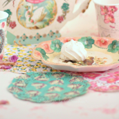 Assortiment napperons dentelle perles et fleurs