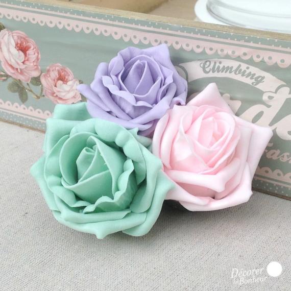 Clip roses pastel et feuilles