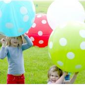 Ballon géant rouge pois blanc