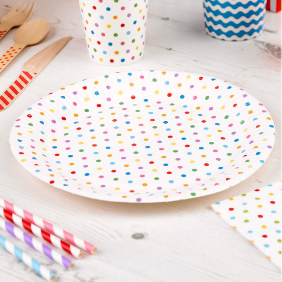 Assiettes blanches pois multi