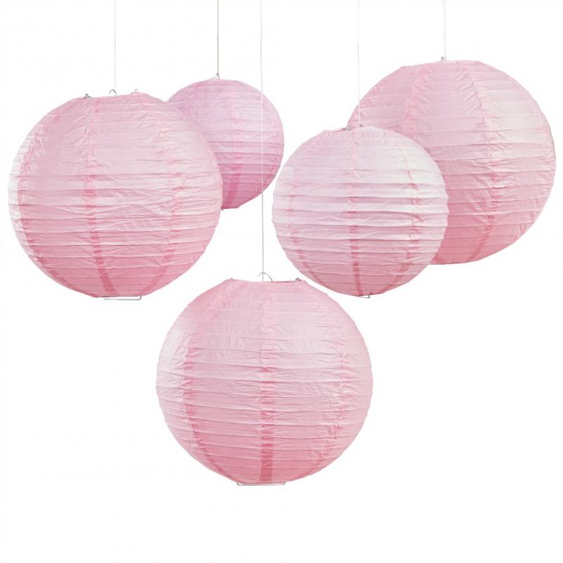 d coration de salle lanternes papier rose tendre. Black Bedroom Furniture Sets. Home Design Ideas