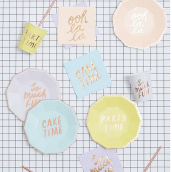 Petites assiettes octogonales color party