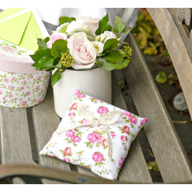 Coussin alliances vintage roses