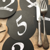 Numéros de tables ronds style craie